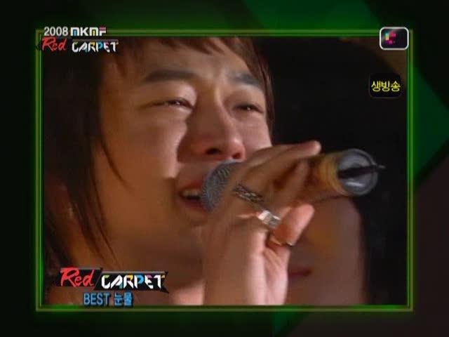 dong-bang-shin-ki-red-carpet-auction-style-award-on-2008-ivi-k-ivi-f-2008-11-15-dopamine-00-06-20013