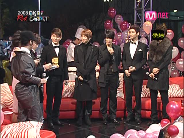 dong-bang-shin-ki-red-carpet-auction-style-award-on-2008-ivi-k-ivi-f-2008-11-15-dopamine-00-09-12986