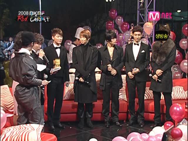 dong-bang-shin-ki-red-carpet-auction-style-award-on-2008-ivi-k-ivi-f-2008-11-15-dopamine-00-09-16990