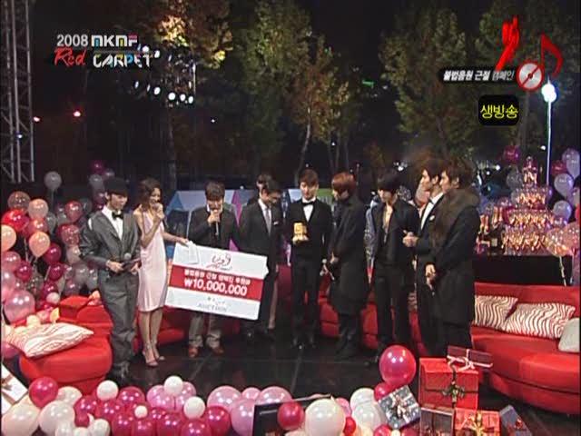 dong-bang-shin-ki-red-carpet-auction-style-award-on-2008-ivi-k-ivi-f-2008-11-15-dopamine-00-10-18985